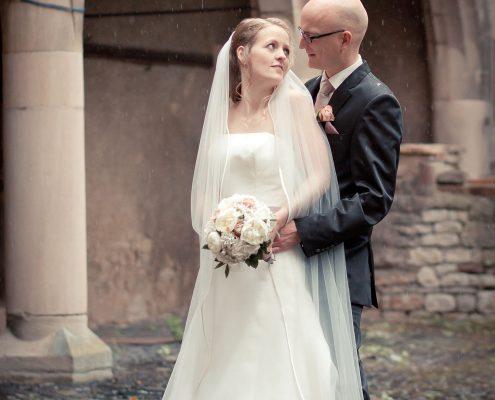 leichter Sommerregen, Hochzeitspaar