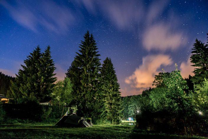Sternenhimmel über dem Campingplatz Meyersgrund im Thüringer Wald