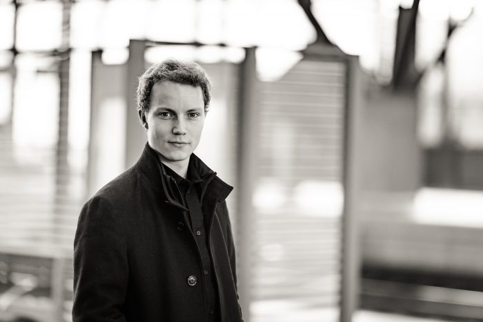 Image / Künstlerportrait des Dirigenten Niklas Benjamin Hoffmann © Andreas Pöcking Fotograf Erfurt