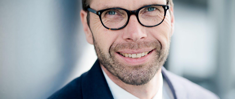 ein mit Tageslicht fotografiertes Business Profilbild © Andreas Pöcking Fotograf Erfurt