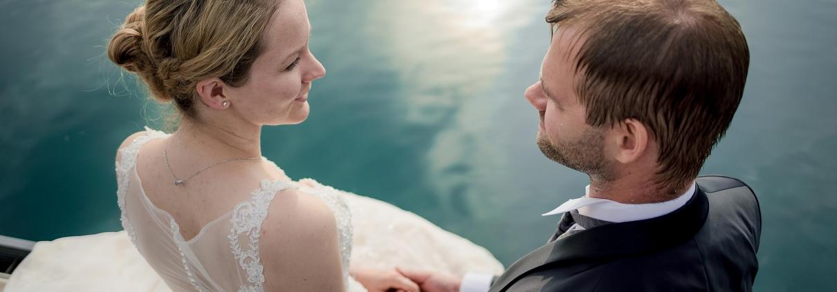 vor dem Kuss am Wasser