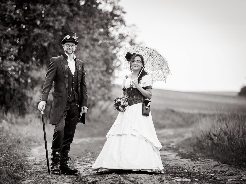 Im Regen: Steampunk After Wedding Shooting