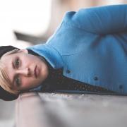 alles eine Frage der Perspektive, Fashion Art Portrait fotografiert auf der Rampe vom Zughafen in Erfurt