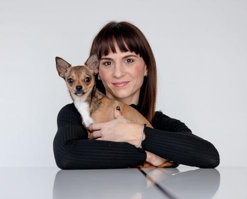 nur mit Tageslicht und bei einem Homeshooting entstand dieses tolle Bild von Frauchen mit Hund