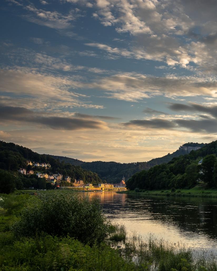 Königstein an der Elbe ( Sachsen ) im warmen Licht vom Sonnenuntergang Canon EOSR und EF 35mm f/1.4l ii usm