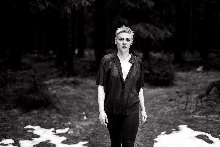 Boudoir Fotoshoot im Wald bei ca 0 Grad Canon Eos R und Sigma Art 50mm f1.4